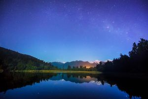 dusk with the Milky Way over Lake Matheson
